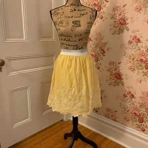 🌵 Yellow and White Embroidered Scalloped Skirt